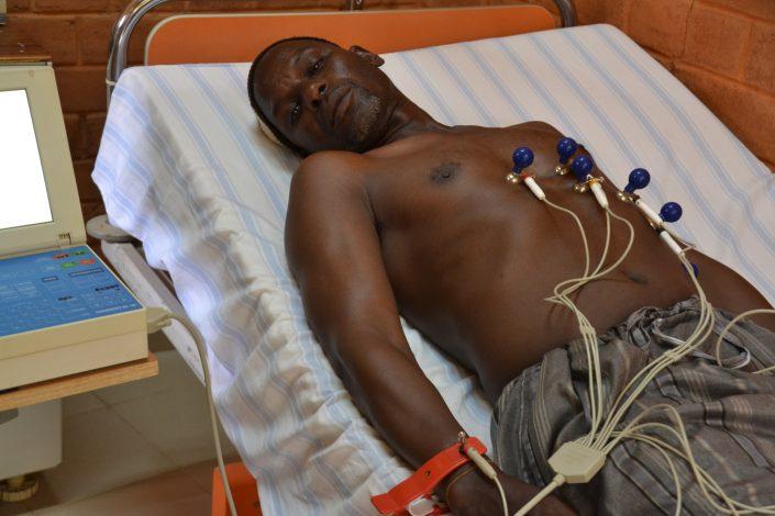 L'appareil électrocardiogramme à plusieurs canaux