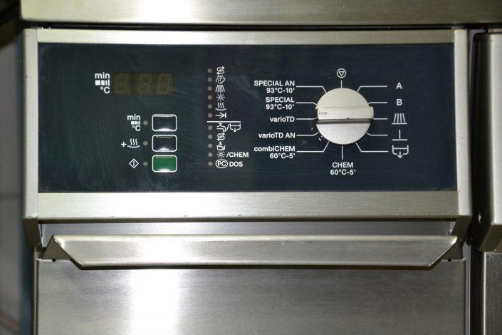 La machine à laver pour les instruments d'operation